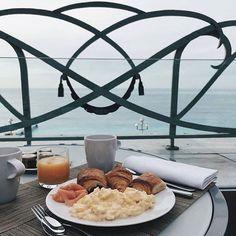 Breakfast with a view #athyattregency. : @perfecthonesty #ilovespringinnice #ifeelniceinnice Hotels-live.com via https://www.instagram.com/p/BEvraiHljcJ/ #Flickr