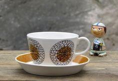 Esteri Tomula | KEHÄKUKKA | Arabia Finland Vintage Cups, Vintage Dishes, Lassi, Marimekko, Diy Projects To Try, Scandinavian Design, Bone China, Finland, Metallica
