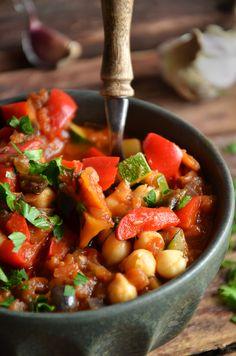 Najlepszy gulasz z warzyw - niebo na talerzu Aga, Chana Masala, Bento, Food Inspiration, Vegetarian Recipes, Grilling, Food And Drink, Baking, Health