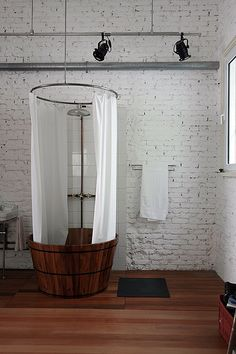 I would love a shower like this in an industrial apt. with exposed duct work and brick walls. apartamenty
