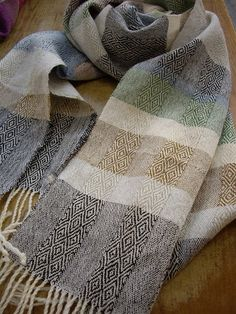 Great Japanese weaving website, I love this scarf and the use of twill and stripes. Weaving Textiles, Tapestry Weaving, Loom Weaving, Hand Weaving, Weaving Designs, Weaving Projects, Weaving Patterns, Art Du Fil, Woven Scarves
