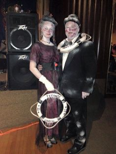 Titanic couple, by Gretchen Crazy Costumes, Unique Halloween Costumes, Ghost Costumes, Funny Costumes, Halloween Looks, Halloween Kostüm, Cool Costumes, Titanic Costume, Eve Costume