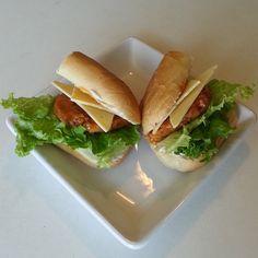 "Buffalo ""chicken"" sandwich. Made with @gardein chick'n scallopini, @fieldroast #chao creamy original slices, and @followyourheart #vegenaise. #vegan #veganfoodporn #whatveganseat #vegansofinstagram #gardein #fieldroast #veganinva"