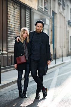 love this all black street looks for men and women Looks Street Style, Looks Style, My Style, Couple Style, Style Men, Black Style, Girl Style, Fashion Moda, Look Fashion