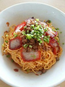 Kolo Mee (Noodles) is one of the most popular, readily available (locally) wholesome meal for the locals and visitors alike. It is a substitute staple food for rice. Eating is the past time of eve… Kuching Food, Noddle Recipes, Healthy Dinner Recipes, Cooking Recipes, Malaysian Food, Malaysian Recipes, Food Staples, Asian Recipes, Indonesian Recipes