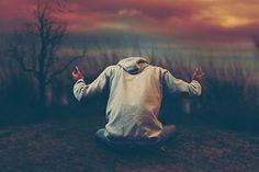 Deus é um pai cuidadoso, zeloso e amoroso. Eles é onipresente, está ao nosso lado em todos os passos que damos. Ele é onisciente, sabe tudo o que se passa em nosso coração e em nossos pensamentos. É assim que Deus cuida de nós.  Deus sempre olha por nós, ele cuida das nossas vidas, guia-nos no caminho do bem, abençoa a nossa jornada. Mas para que Deus faça a sua obra em nossas vidas, precisamos estar abertos a Ele. Precisamos aceitar os cuidados de Deus, ficarmos sensíveis às suas mensagens…