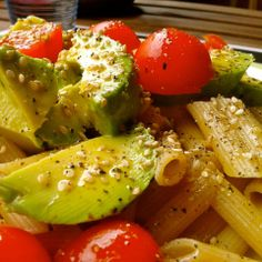 Pasta integral con aguacate y tomates cherry, por Patxi Gimeno, cocinero deportivo