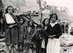 """""""En España lo mejor es el pueblo. Por eso la heroica y abnegada defensa de Madrid, que ha asombrado al mundo, a mi me conmueve, pero no me sorprende. Siempre ha sido lo mismo. En los trances duros, los señoritos invocan la patria y la venden; el pueblo no la nombra siquiera, pero la compra con su sangre."""" Antonio Machado, Madrid, 1936."""