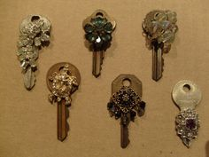 Vintage Jewelry Crafts Necklaces made from old keys and jewelry.Finally something to use old keys. Key Crafts, Vintage Jewelry Crafts, Recycled Jewelry, Key Jewelry, Jewelry Art, Jewelry Making, Jewelry Ideas, Jewellery, Victorian Jewelry