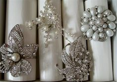 napkin rings made of vintage costume jewelry - I LOVE THIS IDEA!!!
