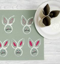 We are big fans of reusing things from recycling container for crafting and this toilet roll Easter bunny stamp is a great quick art activity to do with the kids. We love printing and toilet roll printing is an inexpensive and fun activity . Easter Arts And Crafts, Easter Projects, Bunny Crafts, Toilet Paper Roll Crafts, Paper Crafts, Diy Crafts, Easter Paintings, Paper Bunny, Bunny Painting