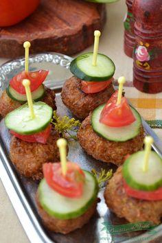 Chiftelute dovlecei Romanian Food, Romanian Recipes, Caramel Apples, Baked Potato, Vegetarian Recipes, Bacon, Ethnic Recipes, Desserts, Vegan Food