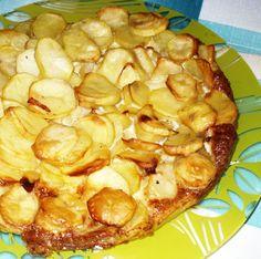 Cibuli si nakrájíme na tenká půlkolečka a oloupané brambory pokrájíme na tenká kolečka. Na rozpáleném oleji zesklovatíme cibulku a poté přidáme...