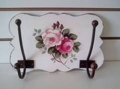 Afbeeldingsresultaat voor marcia pasqualin Shabby⚜️ Small Wood Projects, Craft Projects, Diy And Crafts, Arts And Crafts, Estilo Shabby Chic, Shaby Chic, Rose Art, Vintage Country, Wall Stickers