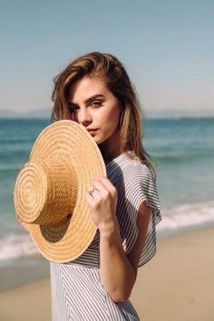 Bridget Satterlee. Beach Photography Poses, Beach Poses, Photography Women, Portrait Photography, Bridget Satterlee, Foto Pose, Female Poses, Photoshoot Inspiration, Picture Poses