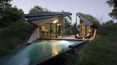 Moderní rezidence v Edgelandu splývá s přírodou