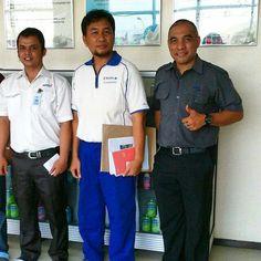 Marketing team Mr. Juspriadi dan Mr. Paul S Hutauruk visit our customer to meet Logistics's Manager PT. Calpis Mr. Bambang Jatmiko..  #activities #marketing #team #calpicoindonesia #calpisindonesia #calpico #minuman #drink #vscocamphotos #vscocam #hdr #logisticscrew #logisticscompany #logistics #eureka #eurekalogistics