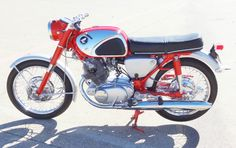 Classic Honda Motorcycles, Vintage Motorcycles, Honda Motors, Honda Bikes, Motorcycle Garage, Motorcycle Design, Scooters, Honda Cb Series, Cafe Racer Honda