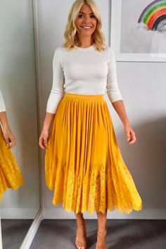 "Holly Willoughby dresses to buy: How to steal the TV's golden girl's style ""Holly Willoughby dresses to buy: How to steal the TV's golden girl's style"" Must Read http://jogwag.com/?p=4826"