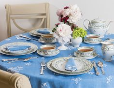 The Complete Table: French Flair - TeaTime Magazine Dining Table Decor Everyday, Green Dinner Plates, Tea Sandwiches, Christmas Tablescapes, Napkin Folding, Tea Ceremony, Dinner Table, Afternoon Tea, China Patterns