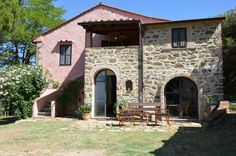 Villa Torraccia is a lovely private villa with swimming pool. The views over the Trasimeno Lake are wonderful!