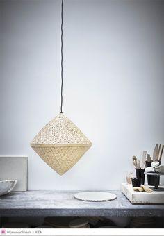 Nieuw: IKEA VIKTIGTlimited Terug naar de essentie. Dat is het uitgangspunt van de nieuwe limited designcollectie van IKEA en Ingegerd Råman, een van de meest bekende glasontwerpers en keramisten uit Zweden. De ontwerpster is een meester in de kunst van het weglaten. De handgemaakte producten blinken daarom uit in pure eenvoud en functie. Naast glas en keramiek, verkent de collectie de mogelijkheden van natuurlijke vezels.