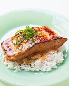 This Miso Salmon Recipe features: Only 4 ingredients and 5 minutes hands-on. Broil in oven for simple, no-mess cooking. Option for Sous vide Miso Salmon recipe.  Here's our favorite, and a giveaway. Miso marinated salmon makes an…