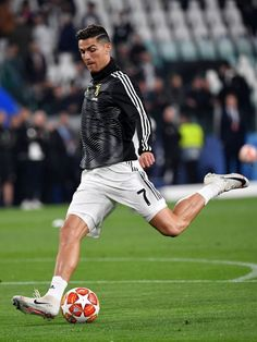 TURIN, ITALY - APRIL Christiano Ronaldo of Juventus warms up ahead of the UEFA Champions League Quarter Final second leg match between Juventus and Ajax at Allianz Stadium on April 2019 in Turin, Italy. (Photo by Stuart Franklin/Getty Images) Cristiano Ronaldo 7, Ronaldo Cr7, Cristiano Ronaldo Wallpapers, Ronaldo Football, Messi And Ronaldo Wallpaper, Cr7 Jr, Ronaldo Junior, Juventus Players, Santiago Bernabeu