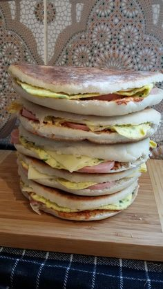 Chapatis tunisiens Bon Ramadan, Plats Ramadan, Chapati Recipes, Tunisian Food, Tunisian Recipe, Algerian Recipes, Sandwiches, Oriental Food, Arabic Food