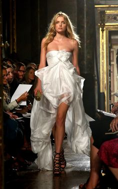 Lily Donaldson, Emilio Pucci Spring Summer 2010, Milan Fashion Week  long, white, mullet dress, short in front, long in back, runway  TFS