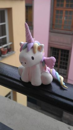 DIY polymer kawaii unicorn omgggg:D Fimo Clay, Polymer Clay Projects, Polymer Clay Charms, Polymer Clay Creations, Clay Crafts, Jumping Clay, Clay Figurine, Cute Clay, Clay Animals