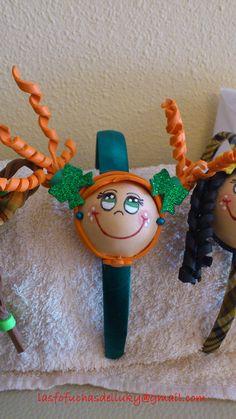 Diadema fofucha verde niña con coletas rizadas naranza  y lazos verde brillante/Fofucha doll hairband girl with curly and orange pigtails and green and brilliant bows