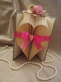 Varie - libro scultura - un prodotto unico di Margherita894 su DaWanda Book Folding, Quilling, Gift Wrapping, Gifts, Etsy, Fantasy, Bedspreads, Paper Wrapping, Presents