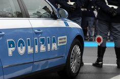 """Perché la Polizia si chiama così?   Il nome Polizia ha una derivazione quasi sicuramente greca. Viene infatti dal termine """"polis"""" che significa, cito dal greco, """"tendere al progressivo inserimento degli uomini liberi nell'ambito di un contesto politico paritario…"""". Quindi tendere creare un ord"""
