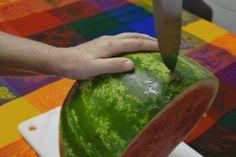 Nunca mais guarde pedaços de casca de melancia na geladeira melancia_gif (Foto: Marina Salles e Thuany Coelho/ Editora Globo)