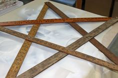 Christmas star from old yardsticks. New yard sticks at Home Depot for $0.59 each! Distress them to look old
