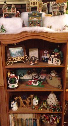 Snowmen fill these shelfs