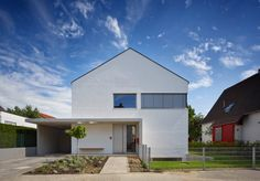 Finde Bau- und Einrichtungsprojekte von Experten für Ideen & Inspiration. Wohnhaus H Mainz von Marcus Hofbauer Architekt   homify