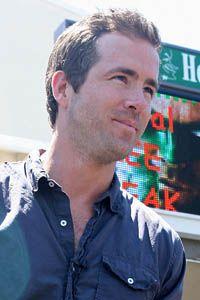 Ryan Reynolds: 13 Celebrities who love the Green Bay Packers