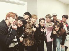 Cre: the owner/as logo Kaisoo, Chanbaek, Kyungsoo, Chanyeol, Exo Group Photo, Exo 2014, Exo Music, Exo Official, Xiuchen