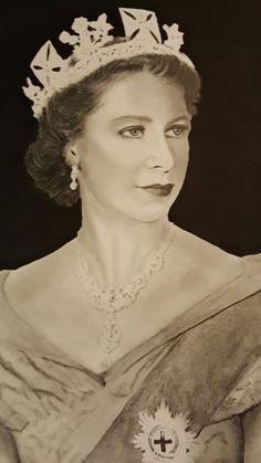 H.M. Queen Elizabeth II. My brand new drawing. Charcoal+pencil. #portrait #queenelizabethII #thequeen #queen #elizabethII