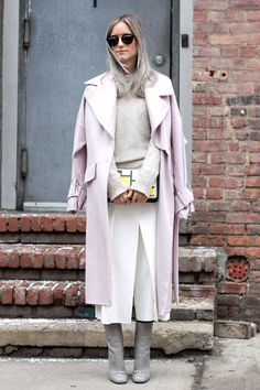 TheTrendSpotter brings you the best street style looks from New York A/W 2015 Fashion Week. New York Fashion Week Street Style, Fashion Blogger Style, Fashion Week 2015, Cool Street Fashion, High Fashion, Winter Fashion, Fashion Trends, Looks Street Style, Street Look