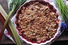 Rebarborový crumble Acai Bowl, Breakfast, Desserts, Food, Acai Berry Bowl, Morning Coffee, Tailgate Desserts, Deserts, Essen