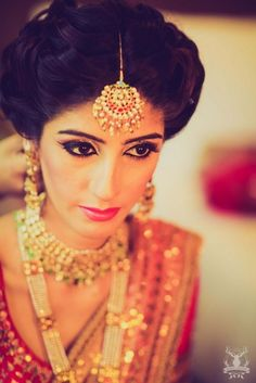 Gold Maang Tikka | WedMeGood Explore more jewellery at wedmegood.com #wedmegood #maangtikka