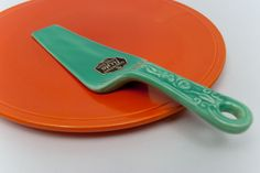 Kitchen Kraft Fiestaware Cake Server Pottery For Sale: 1930s, 1940s American Pottery: Rare, Hard to Find Fiesta Go-Along Homer Laughlin Vintage Dinnerware