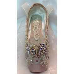 Raymonda themed decorated pointe shoe with vintage jewels. Romeo and Juliet Raymonda themed decorated pointe shoe with by DesignsEnPointe Pointe Shoes, Toe Shoes, Ballet Shoes, Dance Shoes, Ballet Costumes, Dance Costumes, Shoe Crafts, Ballet Tutu, Ballet Dancers