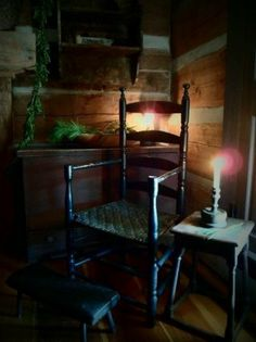 Kentucky Roots---love this setting Old Chairs, Antique Chairs, Prim Decor, Primitive Decor, Log Cabin Living, My Old Kentucky Home, Keeping Room, Primitive Christmas, Cabins In The Woods