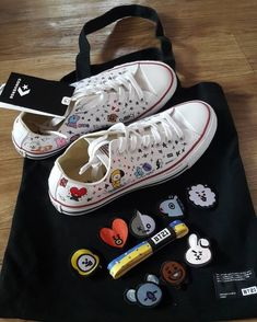 Awaiting for my Taylor shoes. once again thanks for my lovely sister from another mother in SK Mochila Do Bts, Bts Clothing, Bts Mv, Bts Concert, Things To Buy, Stuff To Buy, Kpop Merch, Bts Chibi, Shoe Art