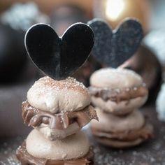 Macarons mit Schokoladen-Karamell-Ganache