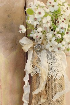 Pocket door hanger how-to.  Made of burlap and holds a glass jar to water the flowers.  Would be pretty at the end of pews or on back of chairs or tucked around other places for a wedding.